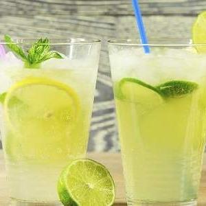 冰爽柠檬蜂蜜水